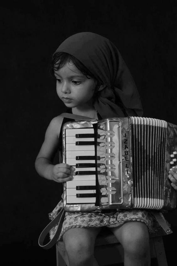 accordian precious
